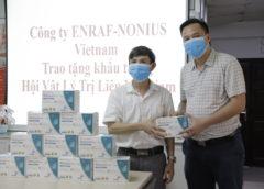 Công ty ENRAF NONIUS Vietnam trao tặng khẩu trang y tế cho các Hội  viên  Hội Vật Lý trị liệu Việt Nam